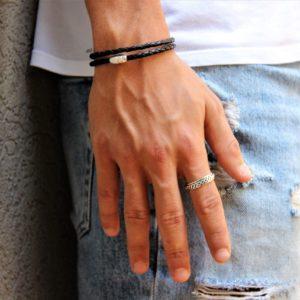 צמיד עור שחור וטבעת.jpg